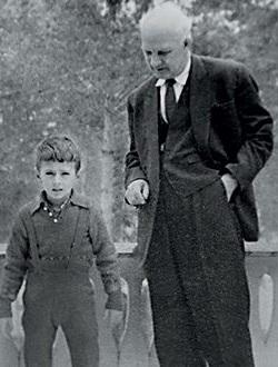 Александр Мясников в детстве с дедом
