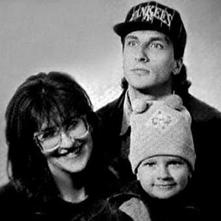 Кирилл Нагиев в детстве с отцом и матерью