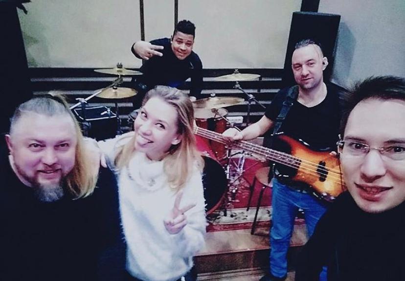 алиса салтыкова в студии