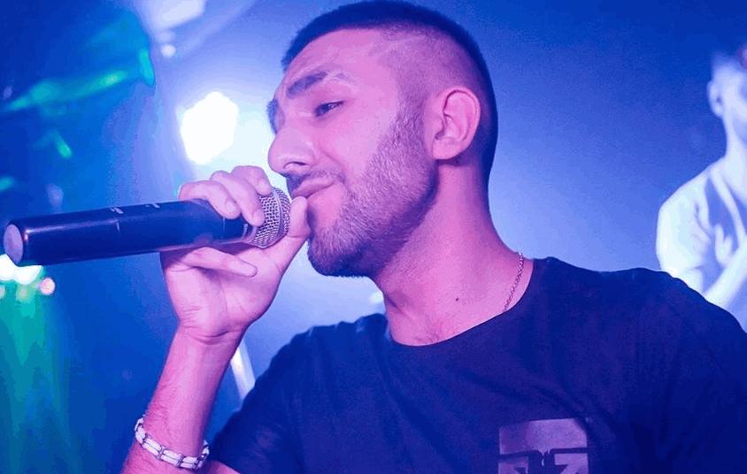 Хайек Ховханнисян занимается вокалом