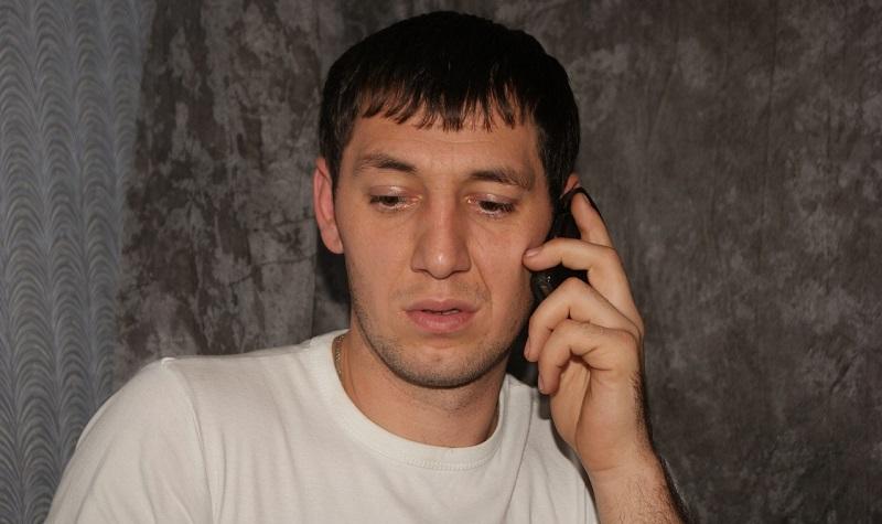 Тямаев говорит по телефону